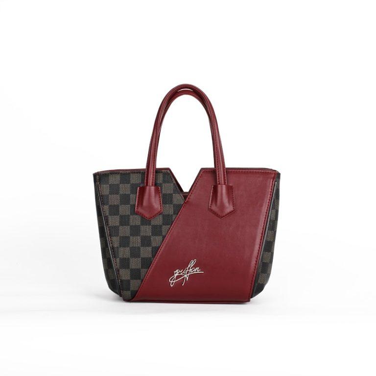 Оригинальная женская сумка трапецевидной формы Грифон цвета бордо, артикул 15С582