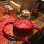 Маленькая красная сумка на пояс / через плечо Грифон 674